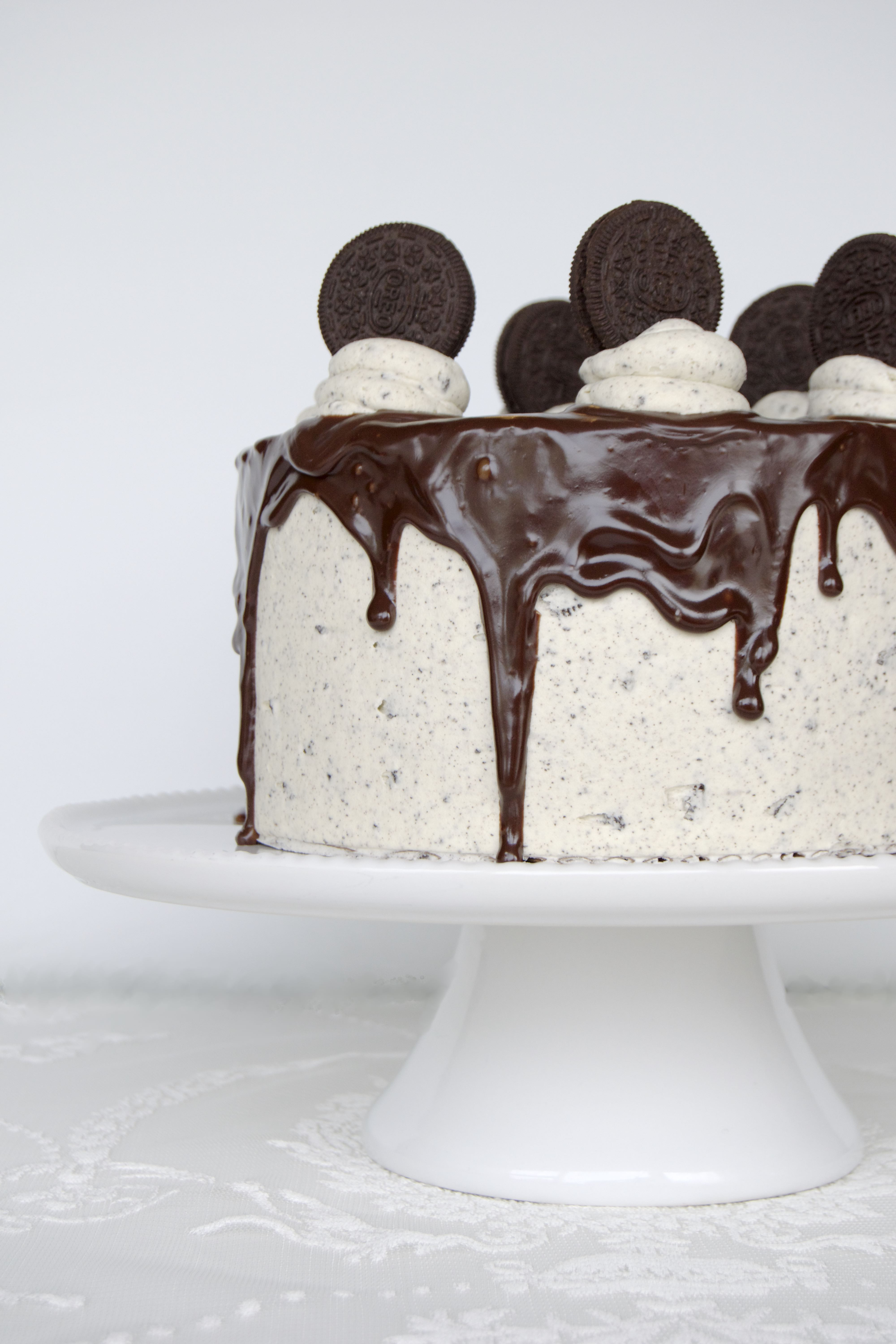 Chocolate cake with Oreo buttercream frosting - recipe