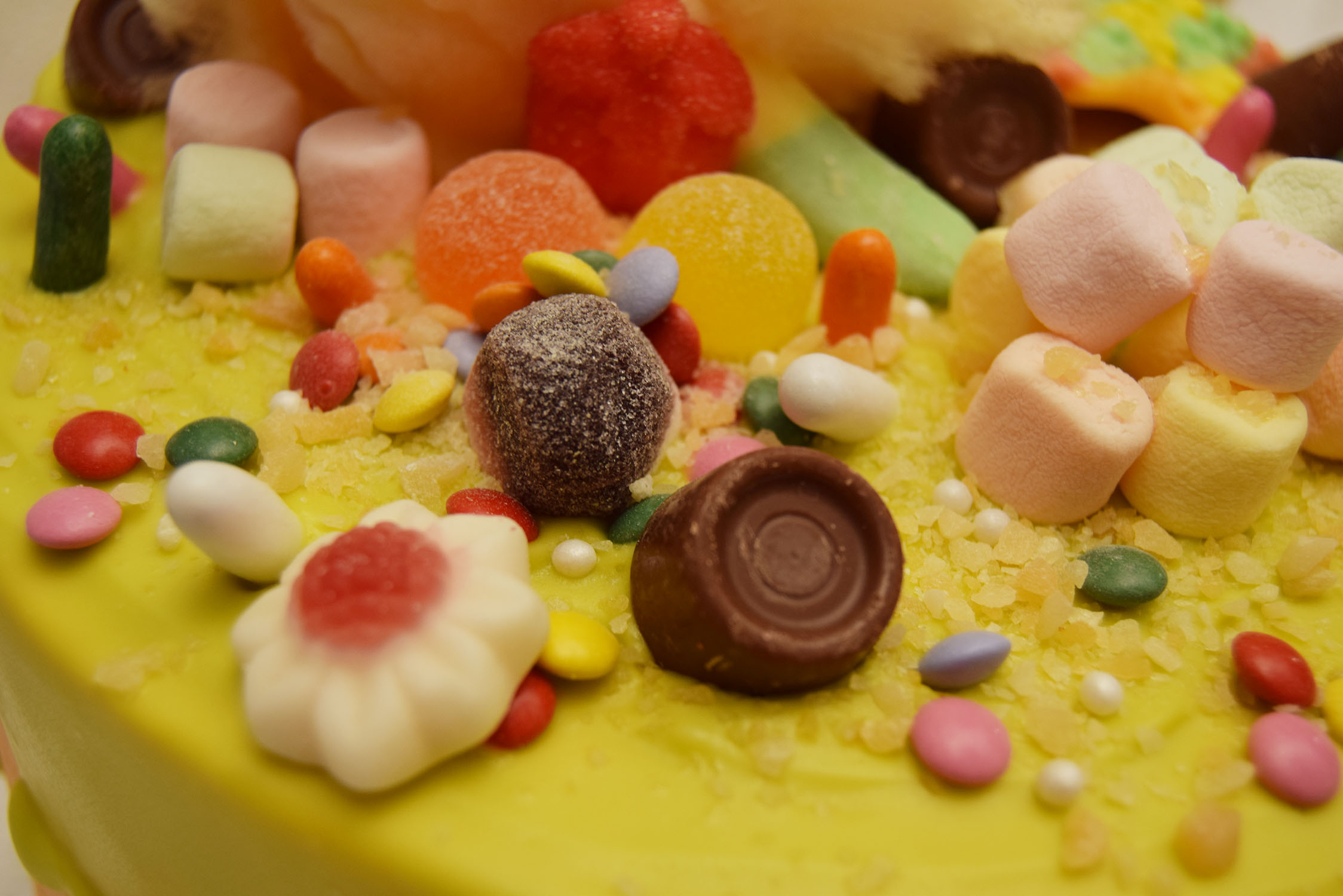 ... – Vanilla Cake With Milka Chocolate & Orange Flavored Buttercream